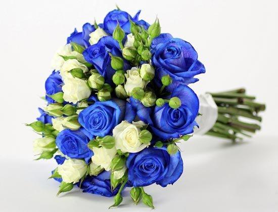 Букет с синими розами