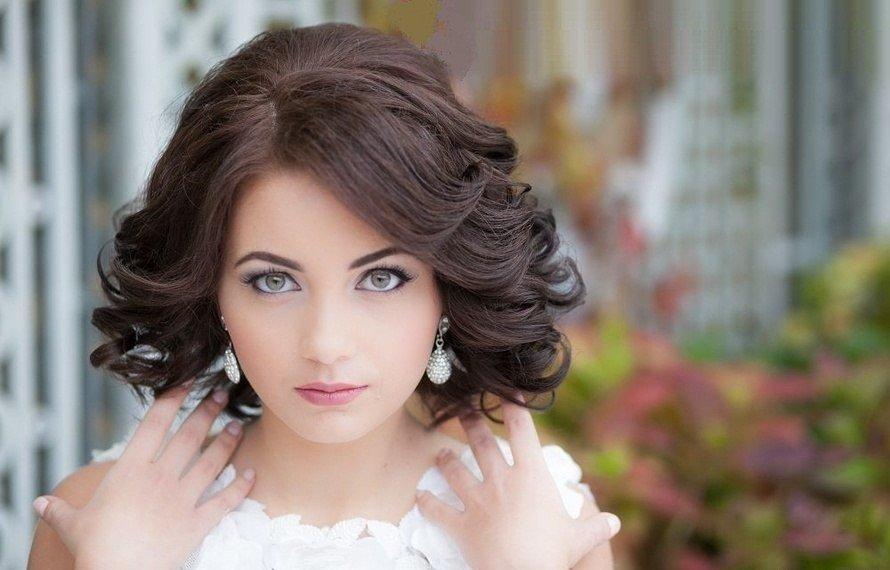 Прически локоны на средние волосы с челкой на выпускной фото